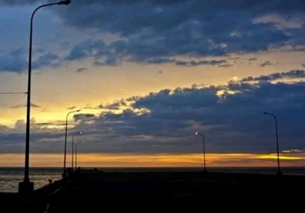 夜の防波堤の画像