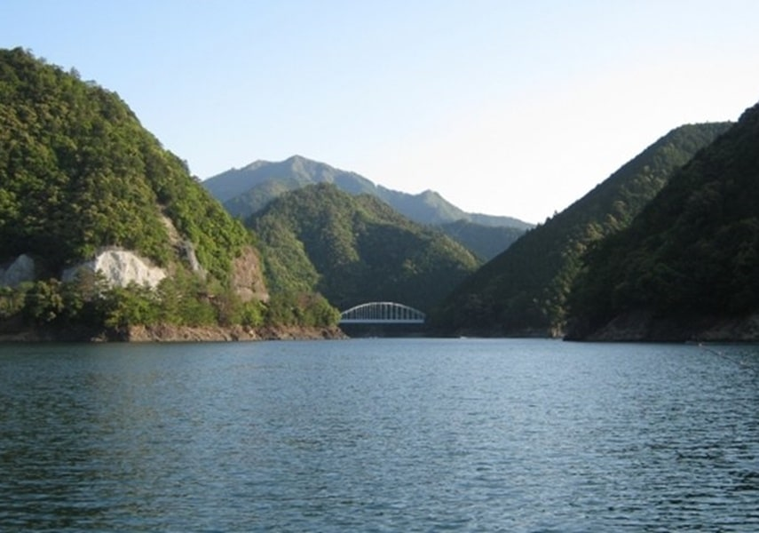 バス釣りができる湖の画像